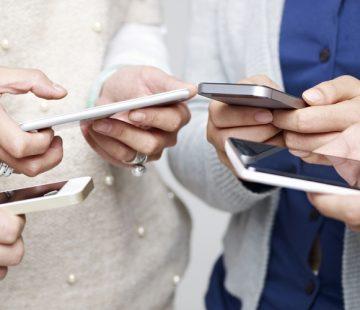 Screen Free Sundays: Stop Phubbing & Start Unplugging